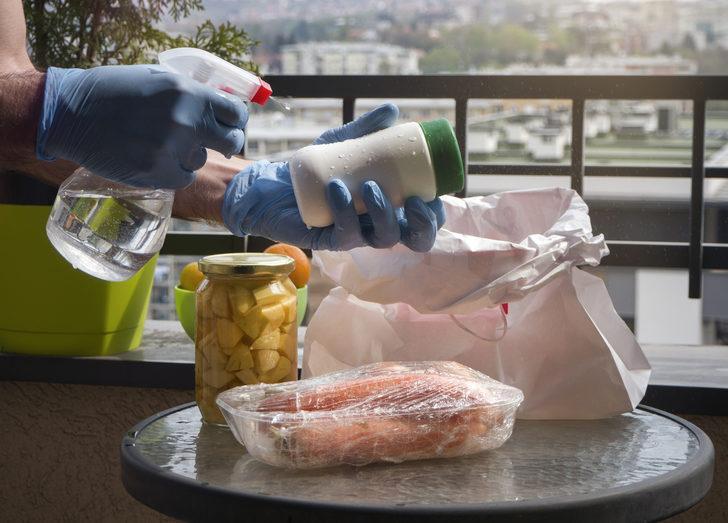 Eve giren her şeyi yıkamalı mıyız? Koronavirüsten korunmak için neleri dezenfekte etmeliyiz?