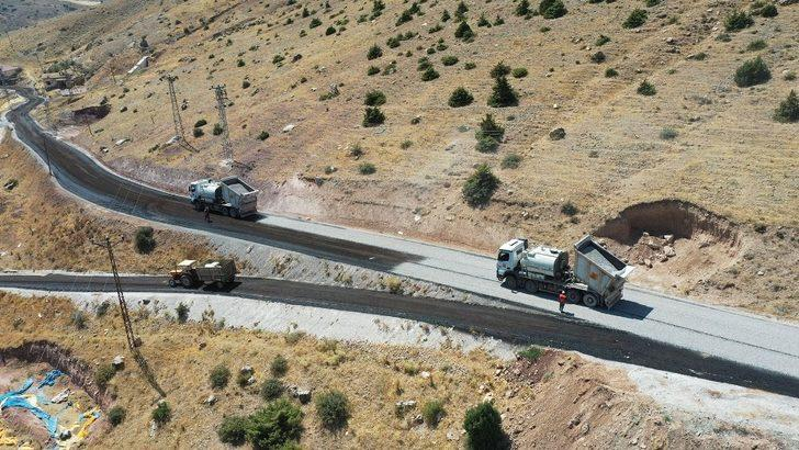 Emirgazi ve Halkapınar'da mahalle yolu ağı genişliyor