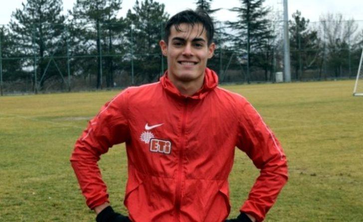 Eskişehirspor, Metehan Altunbaş'ın LASK Linz'e transfer olduğunu duyurdu