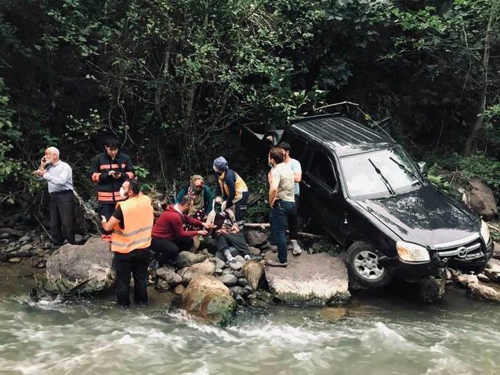 Trabzon'da feci kaza! Dereye düşmekten son anda kurtuldu