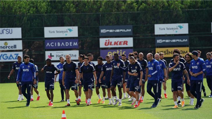 Fenerbahçe'de yeni transfer Tisserand ilk antrenmanına çıktı