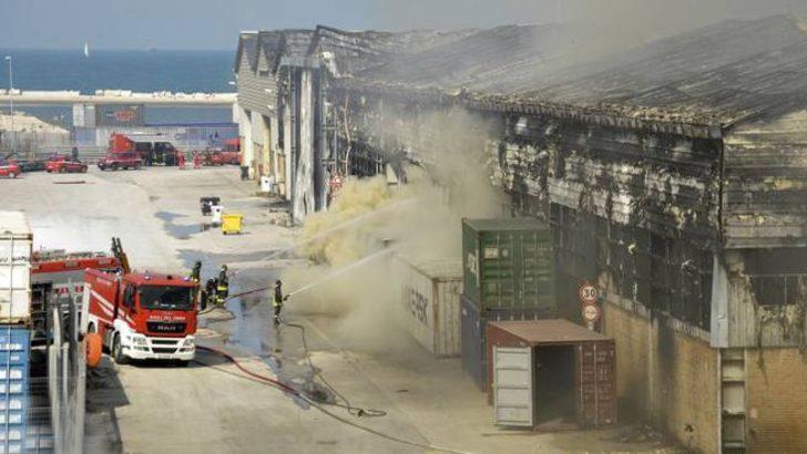 İtalya'da limana ait depoda önce patlama, sonra yangın!