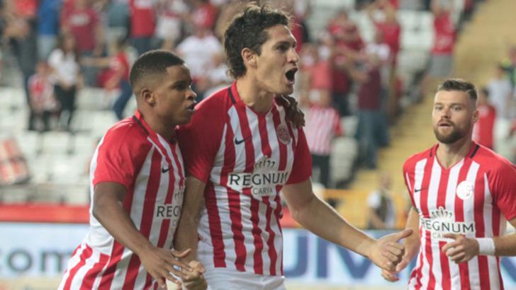 Gustavo Blanco Leschuk, İspanya'ya transfer oldu