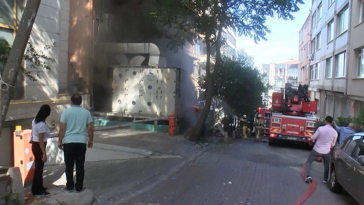 Beyoğlu'nda yangın paniği! Kendilerini dışarı attılar
