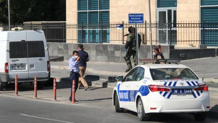 Kayseri'de Bölge Adliye Mahkemesi önünde şüpheli paket paniği