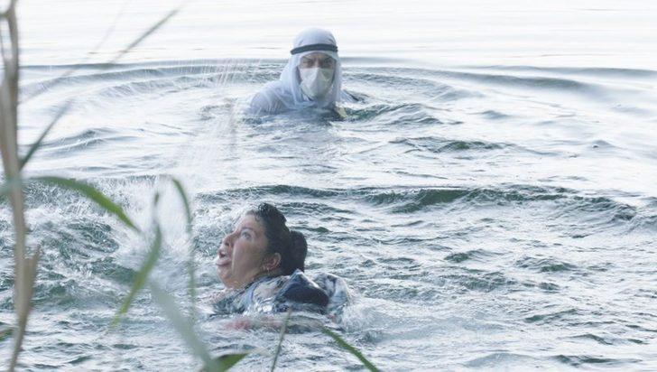 Oyuncu Aslı Omağ'ın zor anları! Turist korkup suya atladı