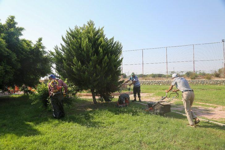 Erdemli Belediyesi Kumkuyu ve Kayacı'da çalışmalarına devam ediyor