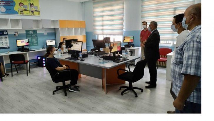 Müdür Çelik EBA destek odasını inceledi