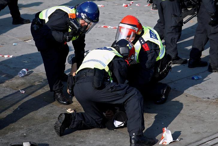 İngiltere'de koronavirüs önlemleri karşıtı protesto! Polis müdahale etti