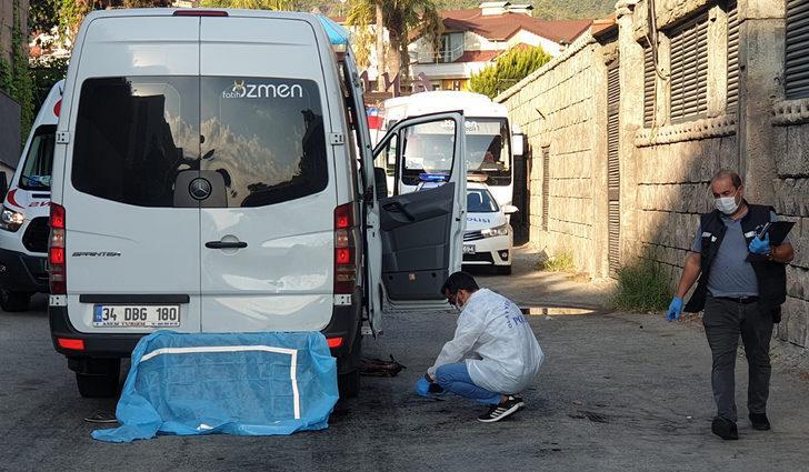 Minibüs altında kalıp ölen turistin kimliği bilekliğinden belirlendi
