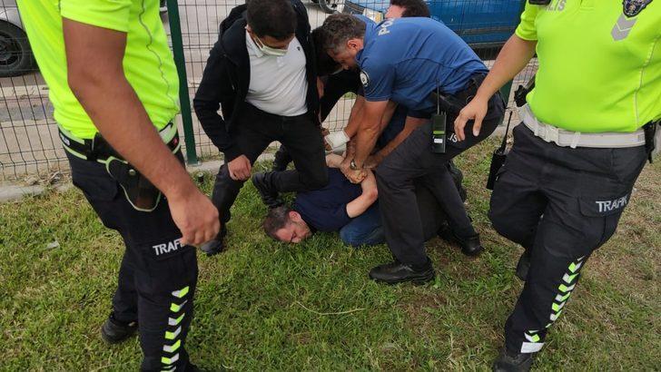 Kazaya karışan aracın alkollü sürücüsü sağlık ekiplerine saldırdı