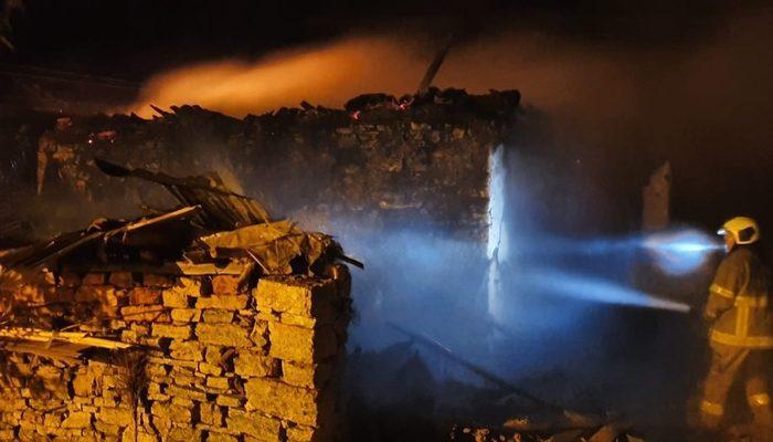 Susurluk'da bir ev alevlere teslim oldu thumbnail