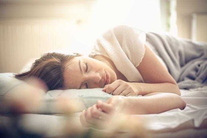 Bebek gibi uyumanıza yardımcı olacak 3 hareket