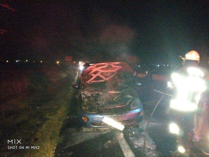 Nevşehir'de seyir halindeki otomobil alev alev yandı