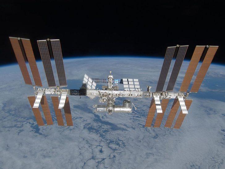 Uluslararası Uzay İstasyonu'nda hareketli anlar! Çarpmamak için manevra yapmak zorunda kaldılar