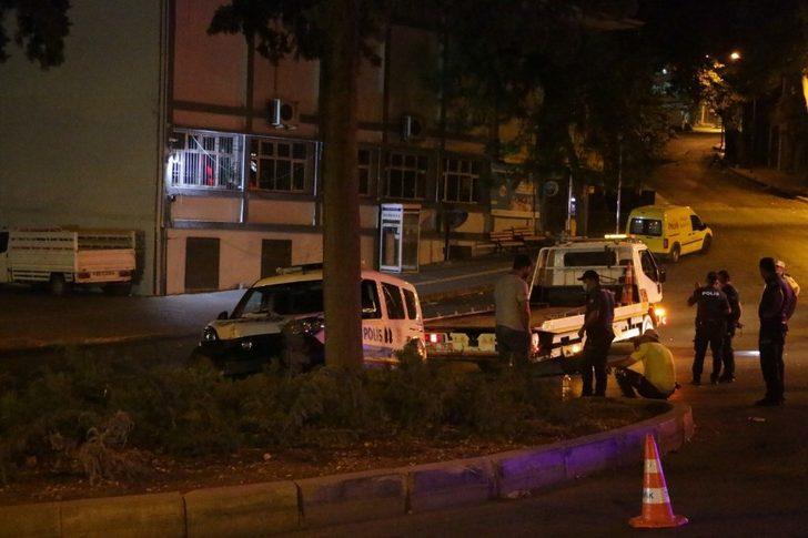 Polis aracı, kovalamaca sırasında kaza yaptı: 2 memur yaralı