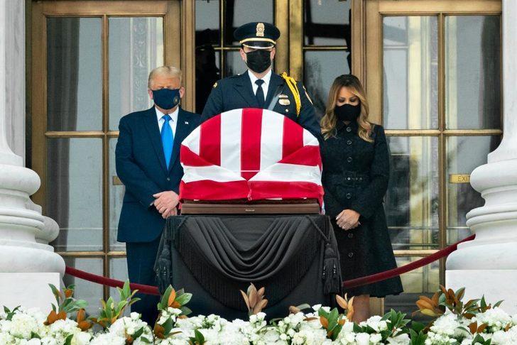 Trump'a, Yargıç Bader Ginsburg'un tabutu önünde protesto