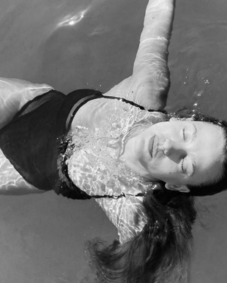 Serenay Sarıkaya'nın 'boş su' fotoğrafına Hatice Arslan'dan iltifat yağdı!