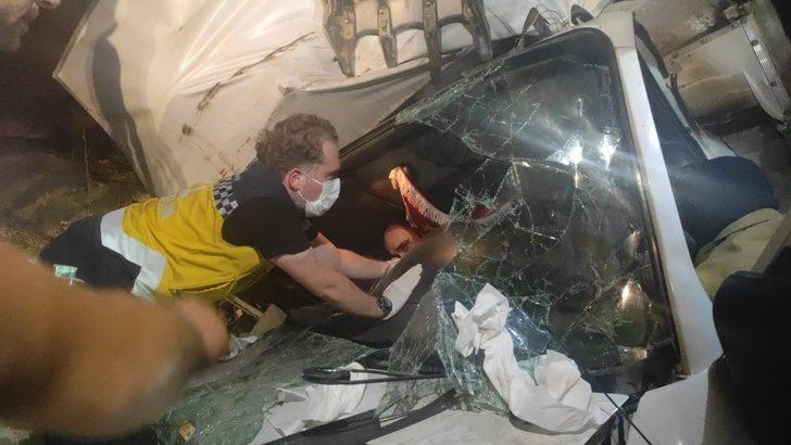 Bursa'da feci kaza! Şarampole yuvarlanan kamyonet hurdaya döndü
