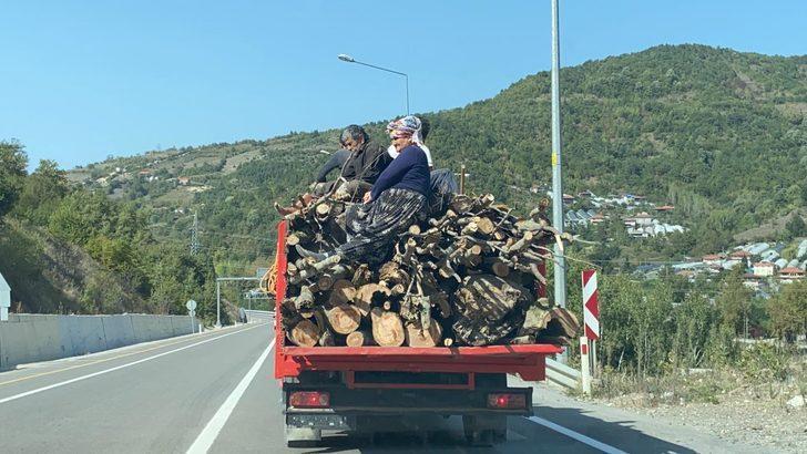 Odun yüklü kamyonette tehlikeli yolculuk kamerada