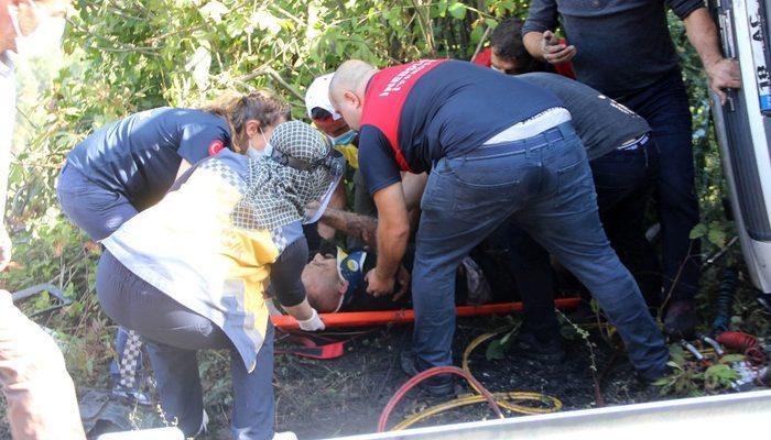 Kastamonu'da freni boşalan kamyon devrildi: 1 yaralı thumbnail
