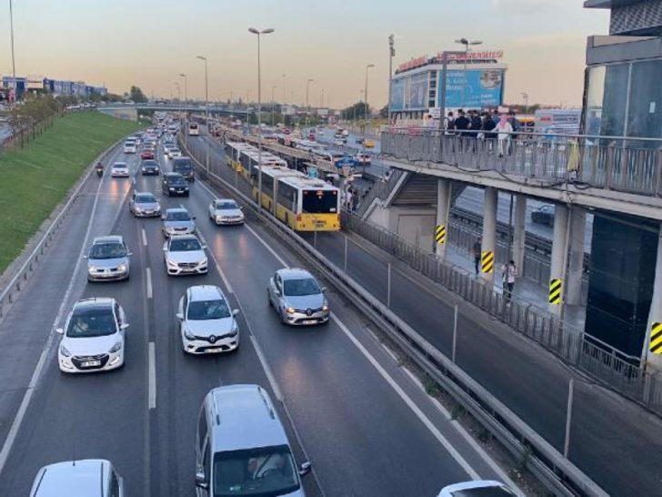 Kademeli mesaiye rağmen İstanbul'da trafik yoğunluğu değişmedi