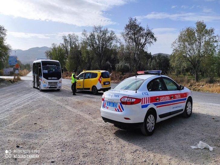 Jandarma uygulamasında 12 silah ve 1 çalıntı araç yakaladı