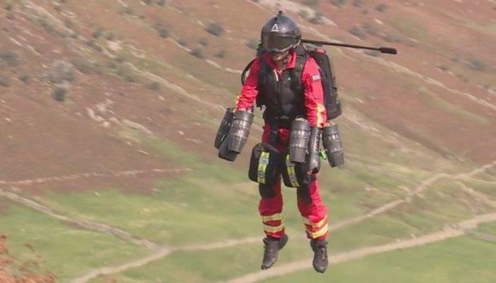 İngiltere'de 'uçan doktor' projesi ilk testini gerçekleştirdi thumbnail