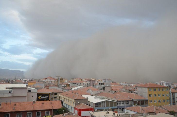 Konya'da korkutan görüntü! Dev toz bulutu şehri sardı