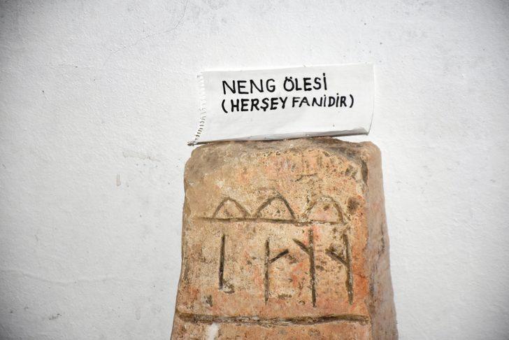 Malatya'da heyecanlandıran keşif! 1300 yıllık mezar taşı bulundu