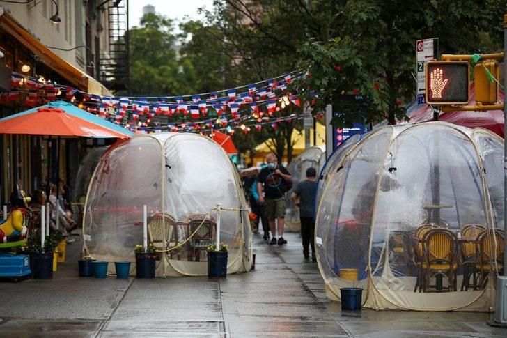 Restoranlarda yeni konsept sosyal mesafe balonları