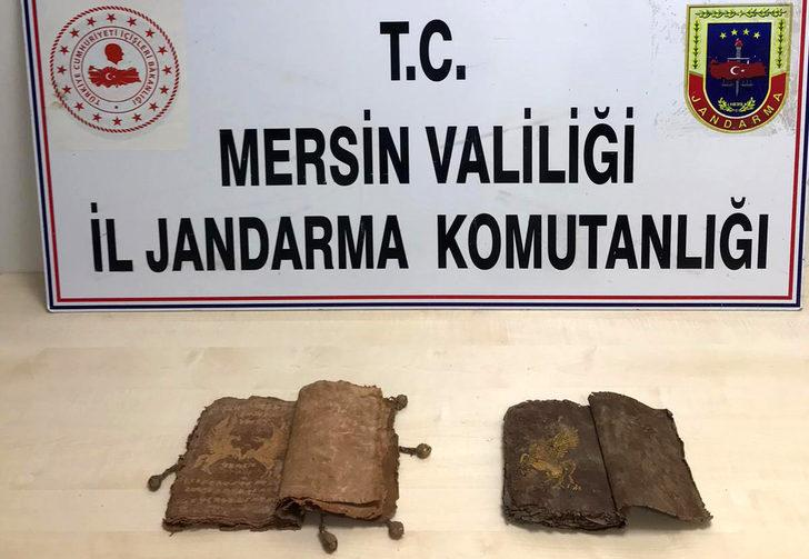 Mersin'de tarihi iki 'büyü kitabı' ele geçirildi