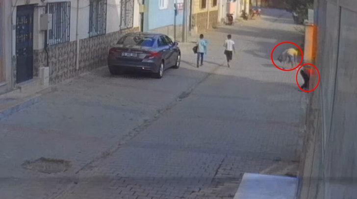 Oyun oynamak yerine sokak sokak gezip çöp topladılar!