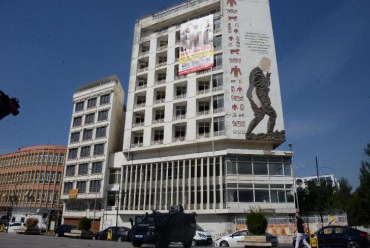 Diyarbakır'da 'Güneydoğu'nun gökdeleni' yıkılıyor