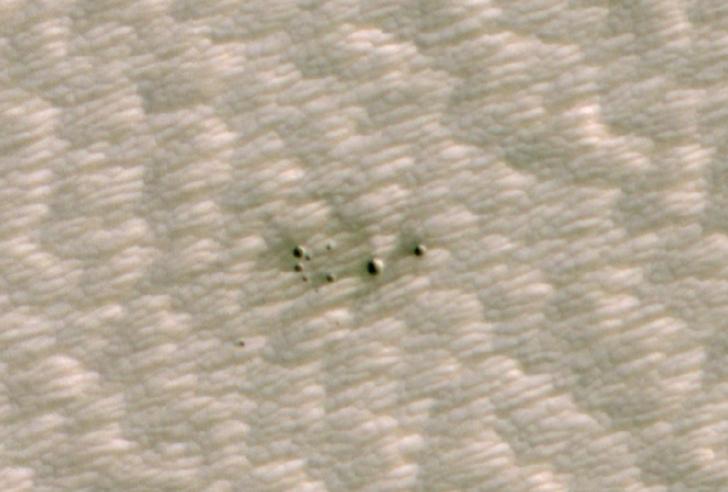 NASA yapay zeka tarafından keşfedilen Mars kraterinin görüntülerini paylaştı!