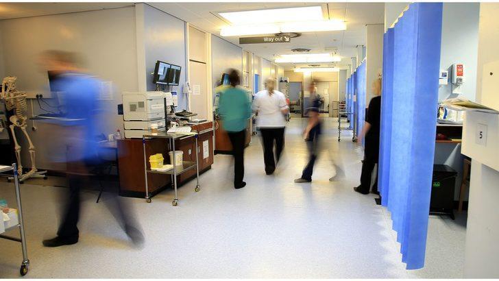 İngiltere hastanelerindeki Covid-19 vaka sayısı bir günde yüzde 25 arttı