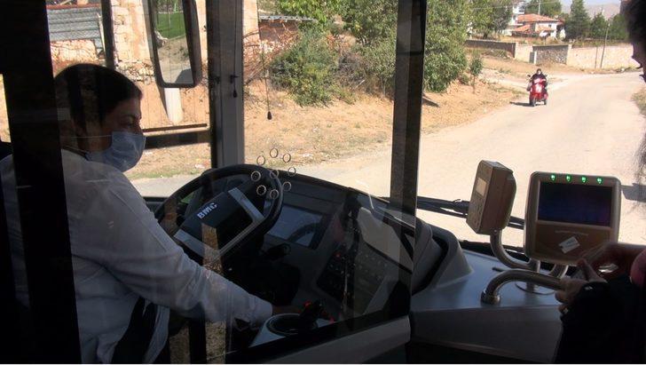 25 yıllık şoför Fatma artık otobüste direksiyon başında!
