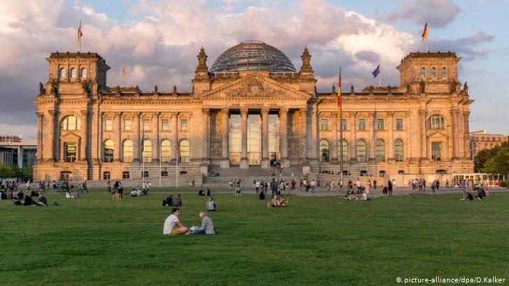 Alman parlamentosu milletvekilleri cezalarını sertleştirdi