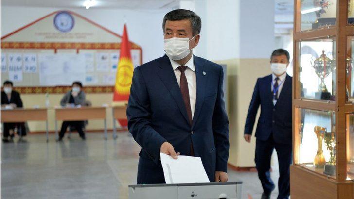 Kırgızistan'da protestolar: Cumhurbaşkanı Ceenbekov, başbakanı görevden alıp istifaya hazır olduğunu açıkladı