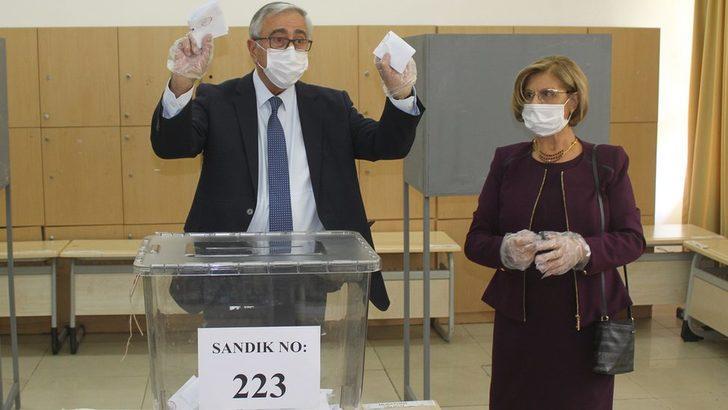 Kuzey Kıbrıs'ta bugüne kadar en fazla adayın yarıştığı cumhurbaşkanlığı seçimi sürüyor