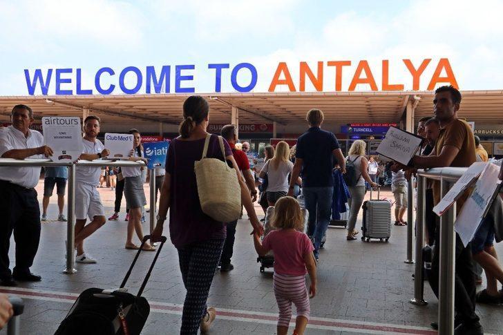 Antalya'ya dün, 18 ülkeden 108 uçakla 45 bin 502 turist geldi