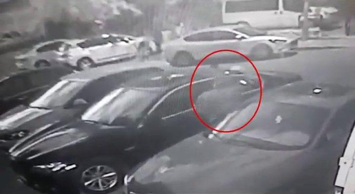 Kadıköy'deki lüks araçlardan direksiyon ve sunroof çalan şahıslar yakalandı