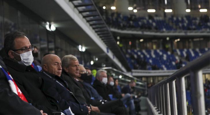 Gençlik ve Spor Bakanı Mehmet Muharrem Kasapoğlu, Rusya-Türkiye maçını izledi