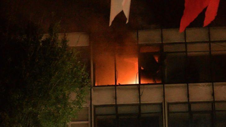 Fatih'te 4 katı binada yangın