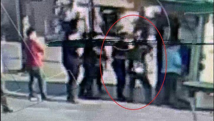 Bursa'da kadını taciz edip ardından gasp etmeye çalışan şahsın yakalanma anı kamerada