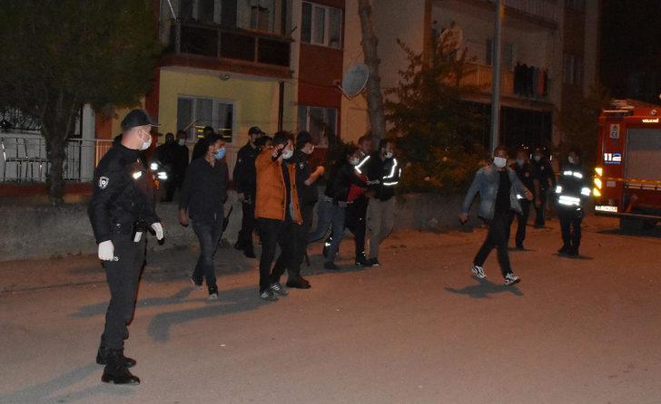 Sivas'ta gergin gece! Ailesi ile tartışan genç eşyaları yaktı, kuzenini rehin aldı