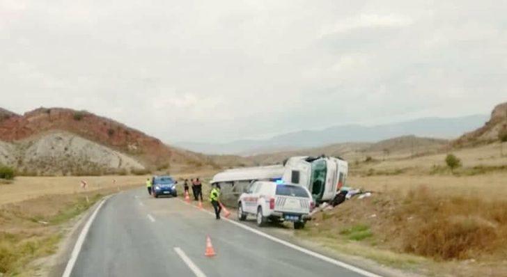 Nallıhan Ankara Karayolunda tır devrildi; 1 Yaralı