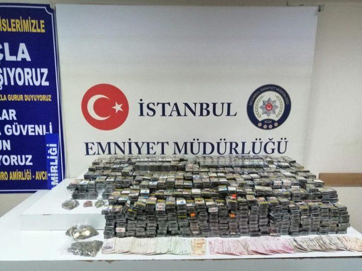 Avcılar'da gazete bayisinden sigara çalan hırsızlar yakalandı