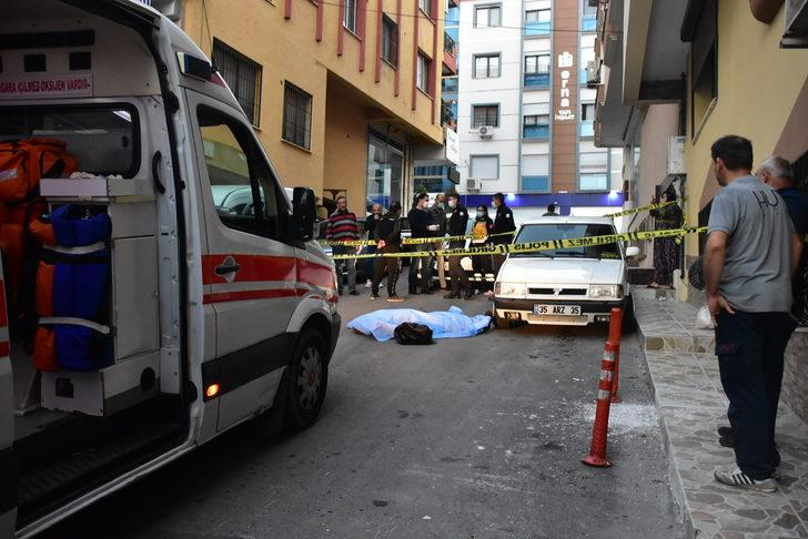 İzmir'de bir kişi sokak ortasında ölü bulundu