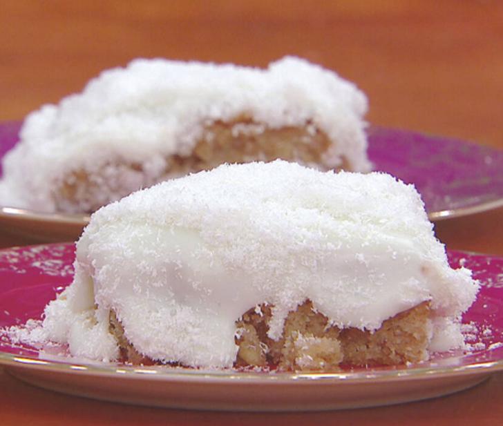 Kıbrıs tatlısı nasıl yapılır? Kıbrıs tatlısı tarifi nedir? Kıbrıs tatlısının malzemeleri nelerdir? Gelinim Mutfakta Kıbrıs tatlısı tarifi...